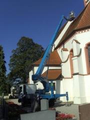 LKW Arbeitsbühne Bison TKA 28 KS Dachsanierung Kirche 2.JPG